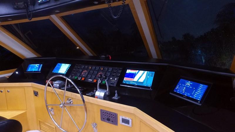 FlyBridge Helm 1989 HATTERAS Convertible Sport Fisherman 2768740