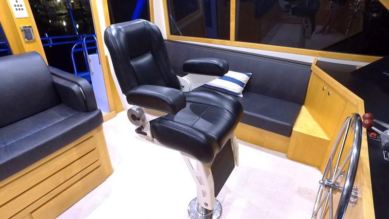 FlyBridge Helm Chair 1989 HATTERAS Convertible Sport Fisherman 2768755