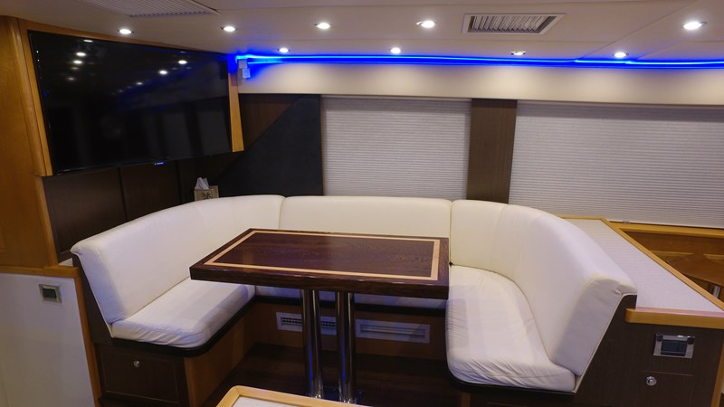 Galley Dining 1989 HATTERAS Convertible Sport Fisherman 2768758