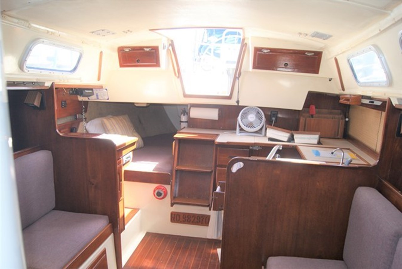 205 Salon Aft 1982 SAN JUAN 34 Sloop 2770470