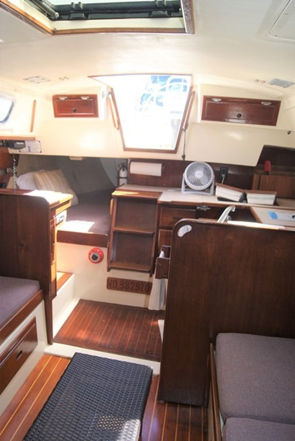 204 Salon Aft 1982 SAN JUAN 34 Sloop 2770489