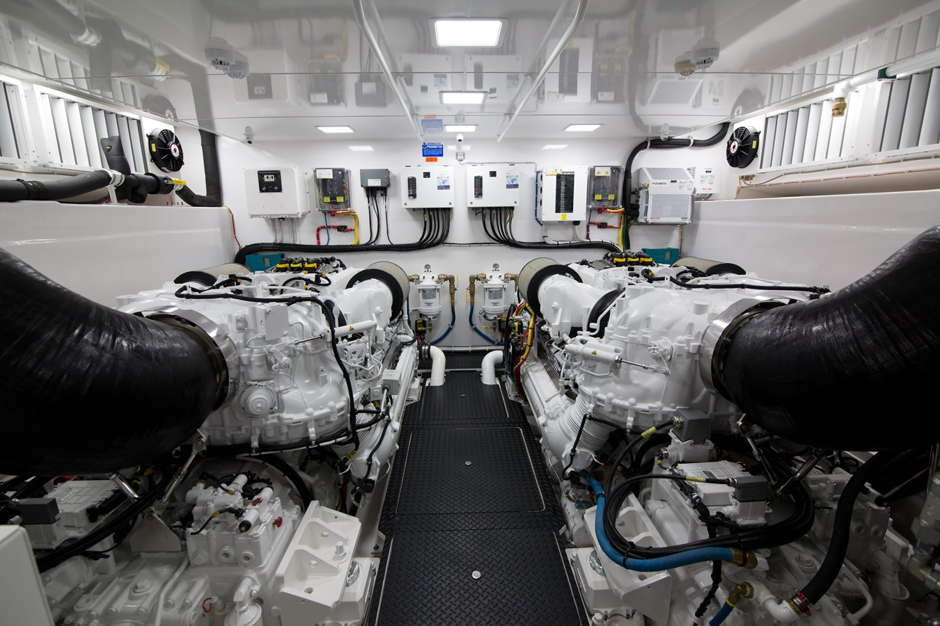 2020 VIKING Motor Yacht Motor Yacht 2772177