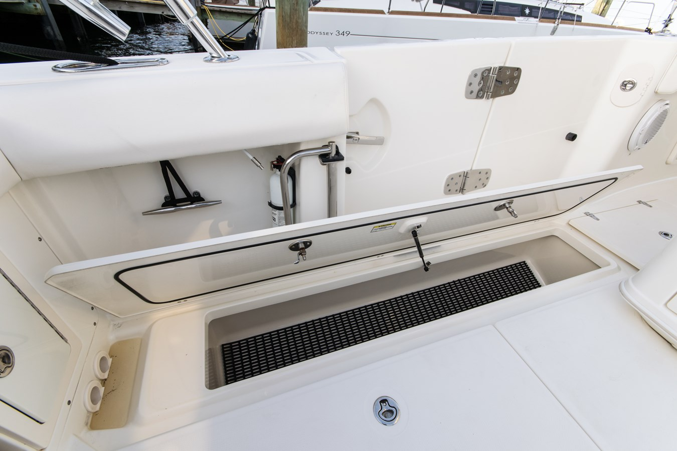 25 2011 BOSTON WHALER Outrage Center Console 2776563