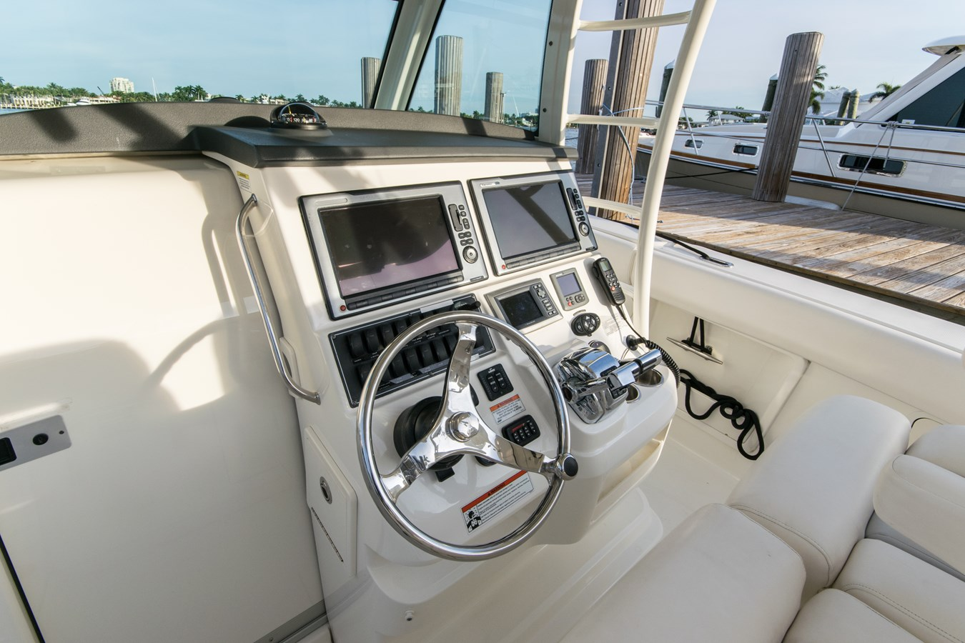 10 2011 BOSTON WHALER Outrage Center Console 2776575