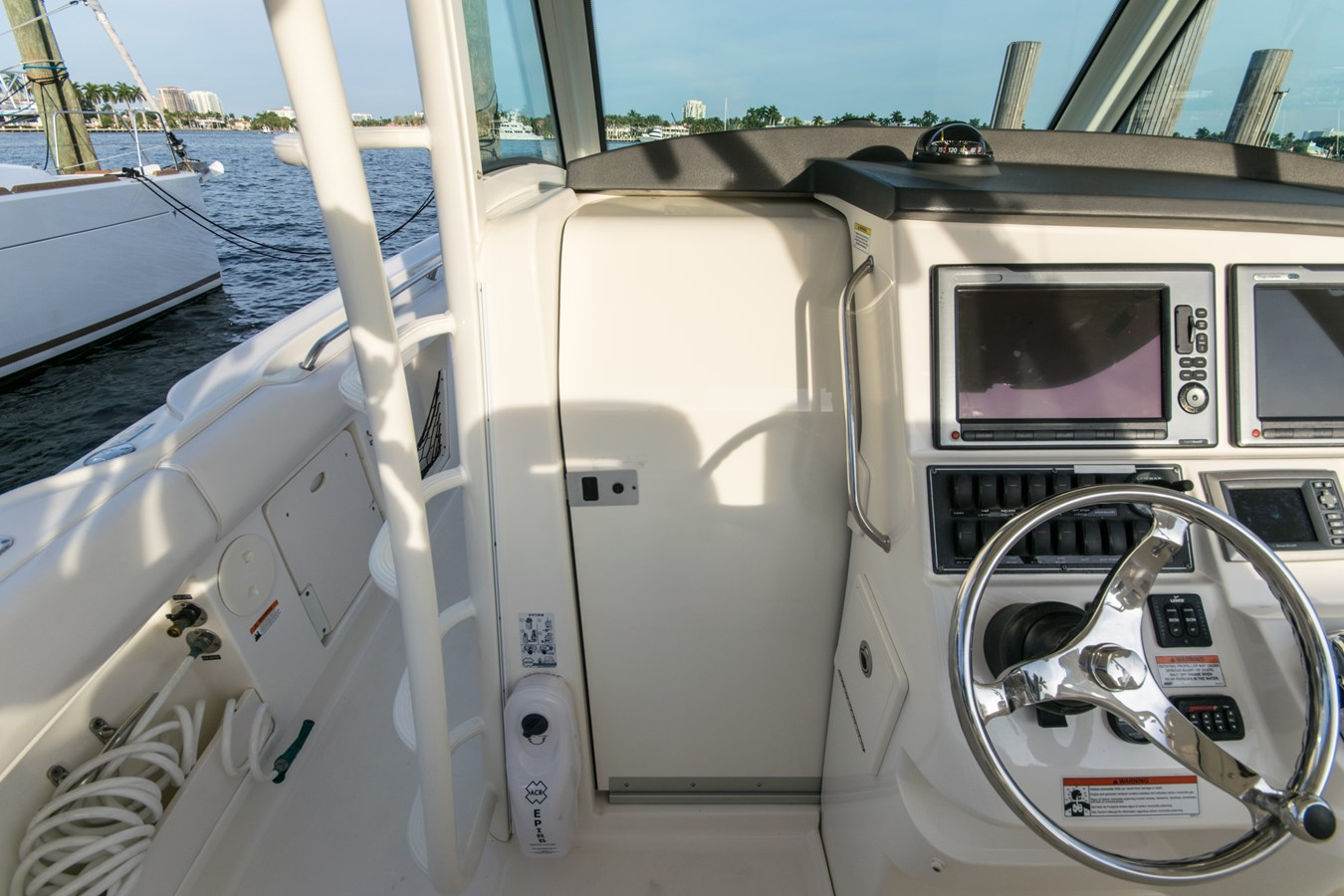11 2011 BOSTON WHALER Outrage Center Console 2776587