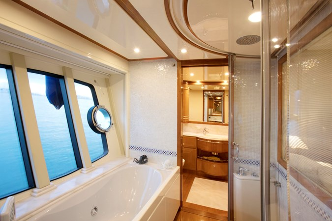 2005 FERRETTI  Motor Yacht 2781226