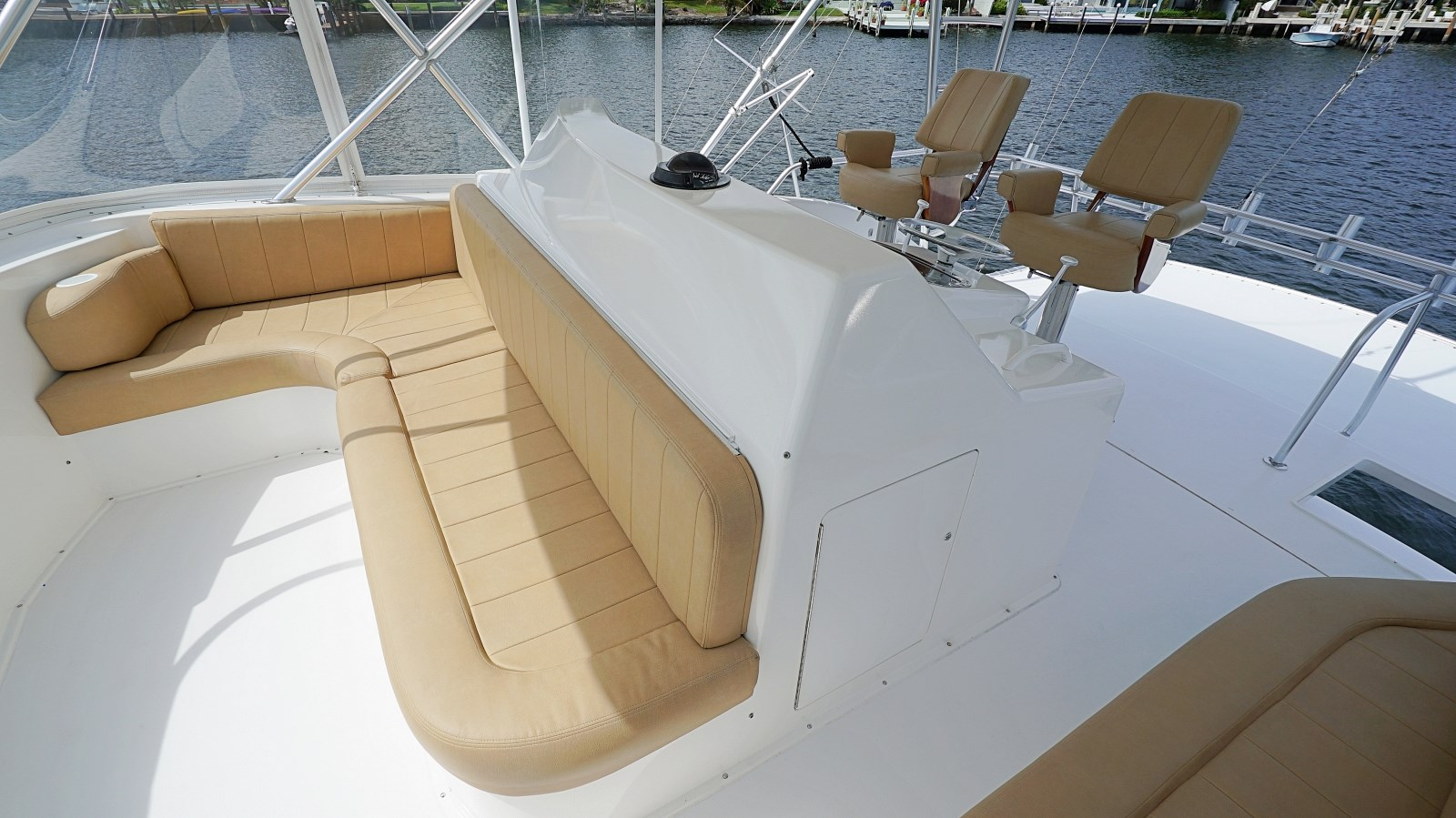 Bridge Seating 1999 VIKING  Sport Fisherman 2887304