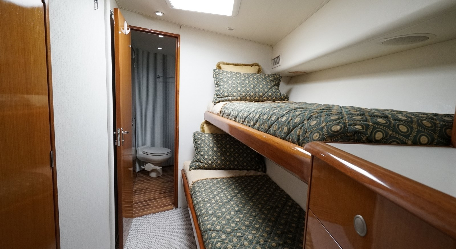 Guest Cabin  1999 VIKING  Sport Fisherman 2887316