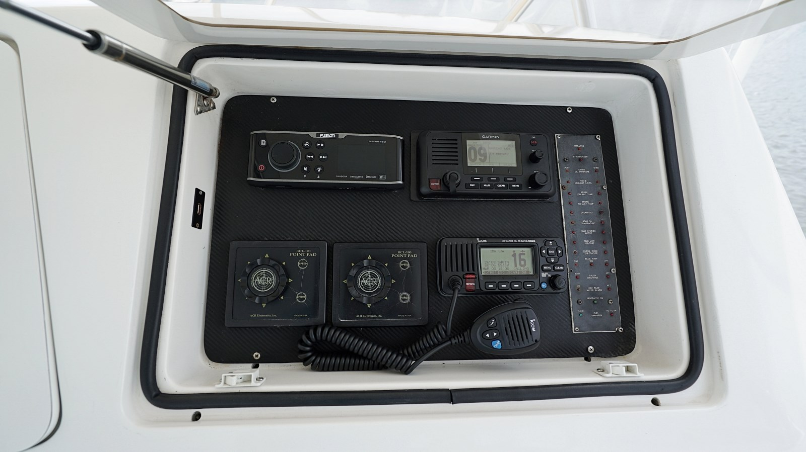 Helm Station Instruments  1999 VIKING  Sport Fisherman 2887320