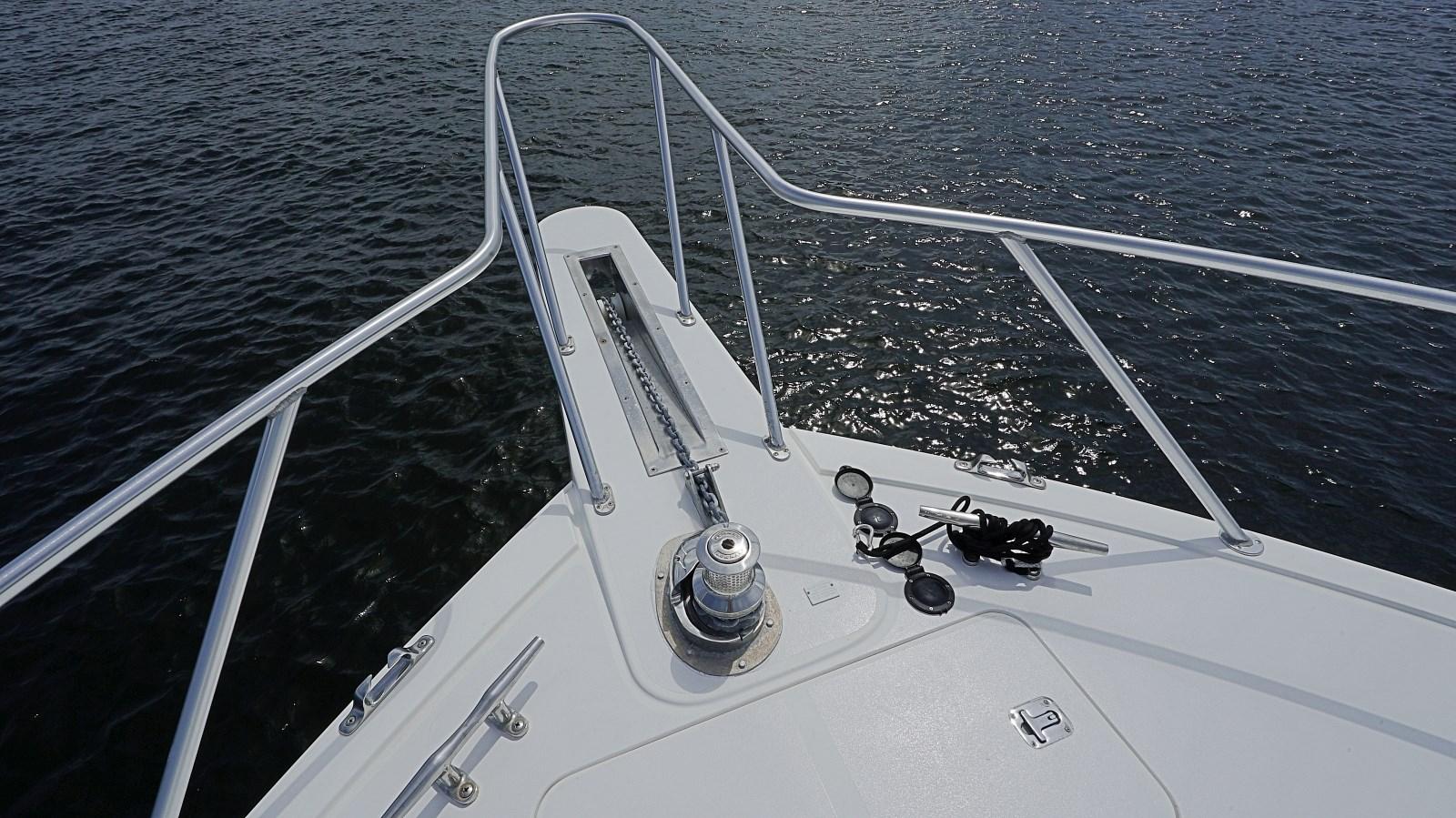 Profile Bow Detail 1999 VIKING  Sport Fisherman 2887326