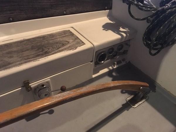 Engine Controls 1973 ALBERG 30 Cruising/Racing Sailboat 2794882