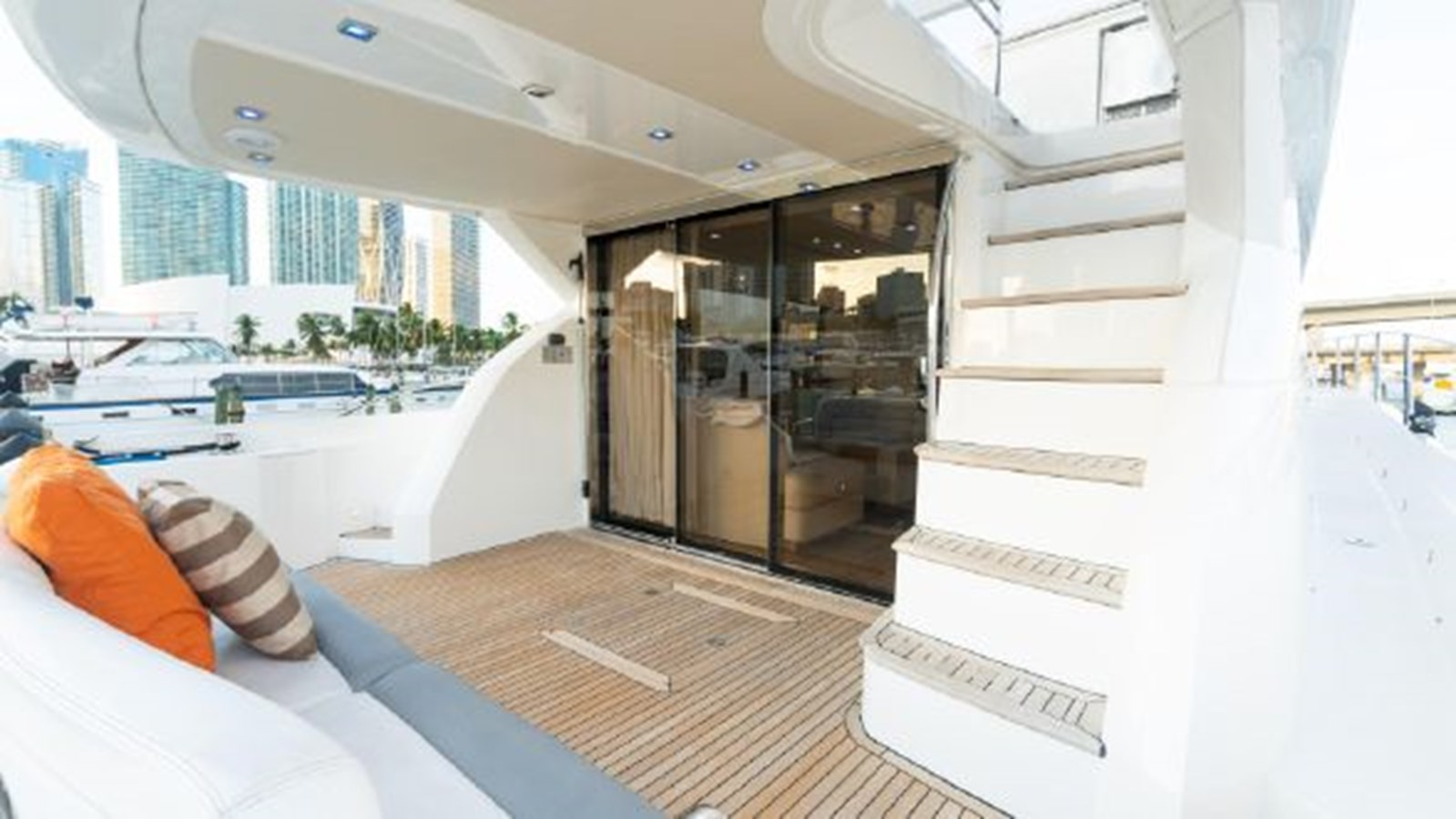 11 2011 SUNSEEKER Manhattan Motor Yacht 2795489
