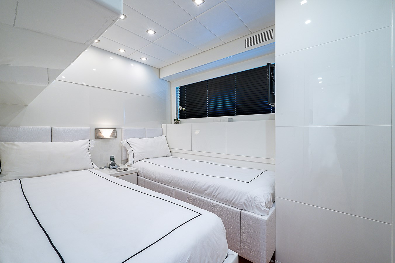Friday_Starboard Guest Stateroom1 2007 ARNO LEOPARD Express Mega Yacht 2795903