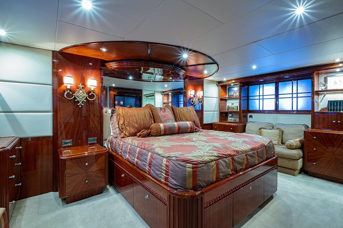Master Stateroom 2003 LAZZARA  Motor Yacht 2803230