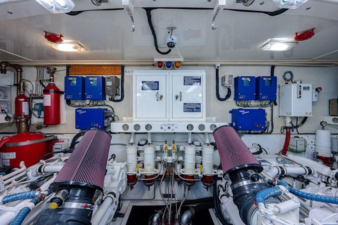 Engine Room 2003 LAZZARA  Motor Yacht 2803259