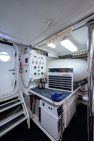 Engine Room 2003 LAZZARA  Motor Yacht 2803262