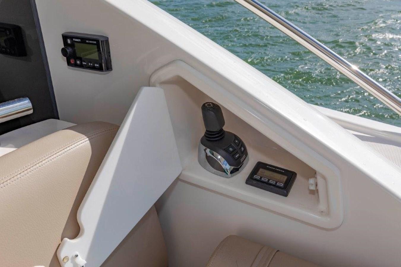 aft deck joystick controls 2017 TIARA 53 Flybridge Cruiser 2799099