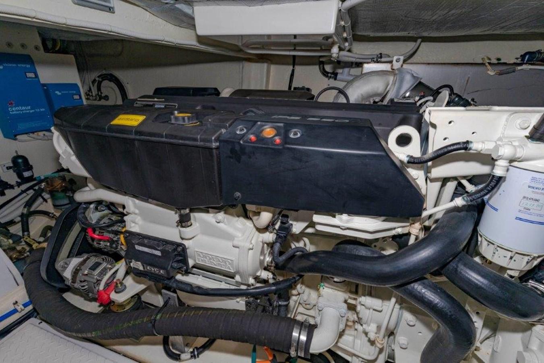 engine stbd 2017 TIARA 53 Flybridge Cruiser 2799110