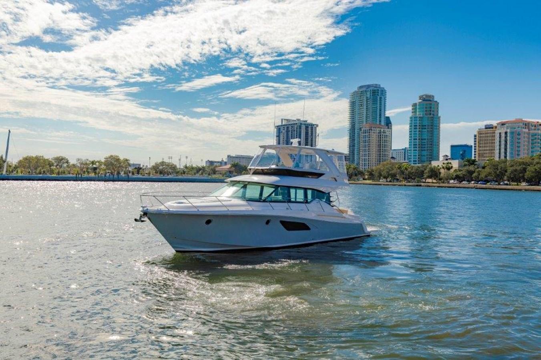 profile port bow 2017 TIARA 53 Flybridge Cruiser 2799139