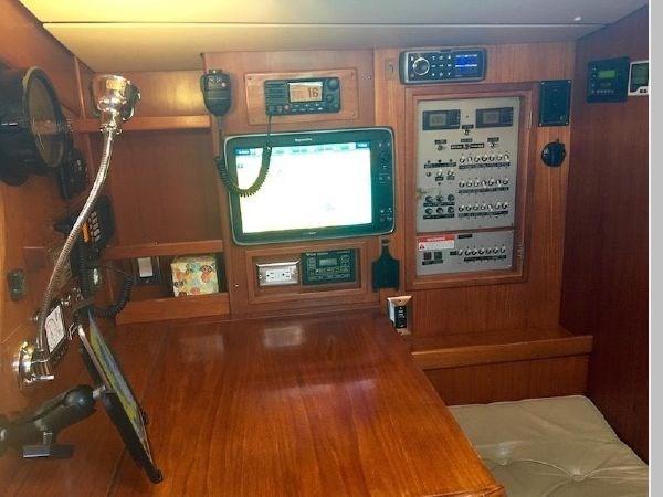 27 1984 NAUTOR'S SWAN 391 Cruising Sailboat 2799178