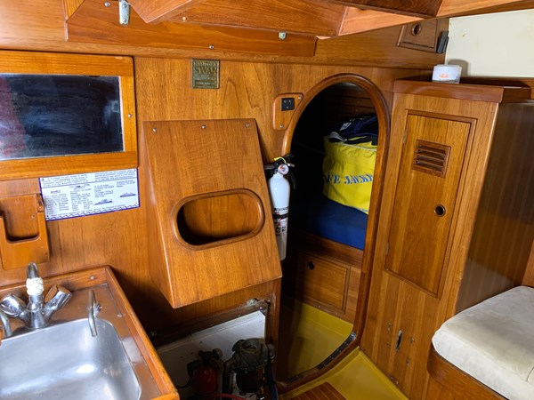 043 1974 NAUTOR'S SWAN 38 Cruising Sailboat 2803442