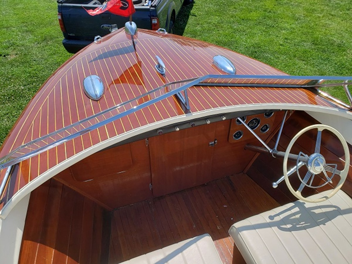 9 1952 CHRIS CRAFT Holiday Runabout 2804946