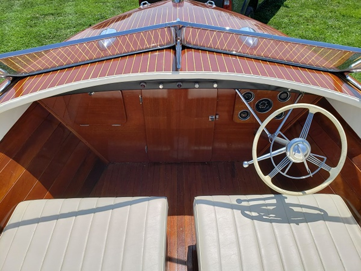10 1952 CHRIS CRAFT Holiday Runabout 2804947