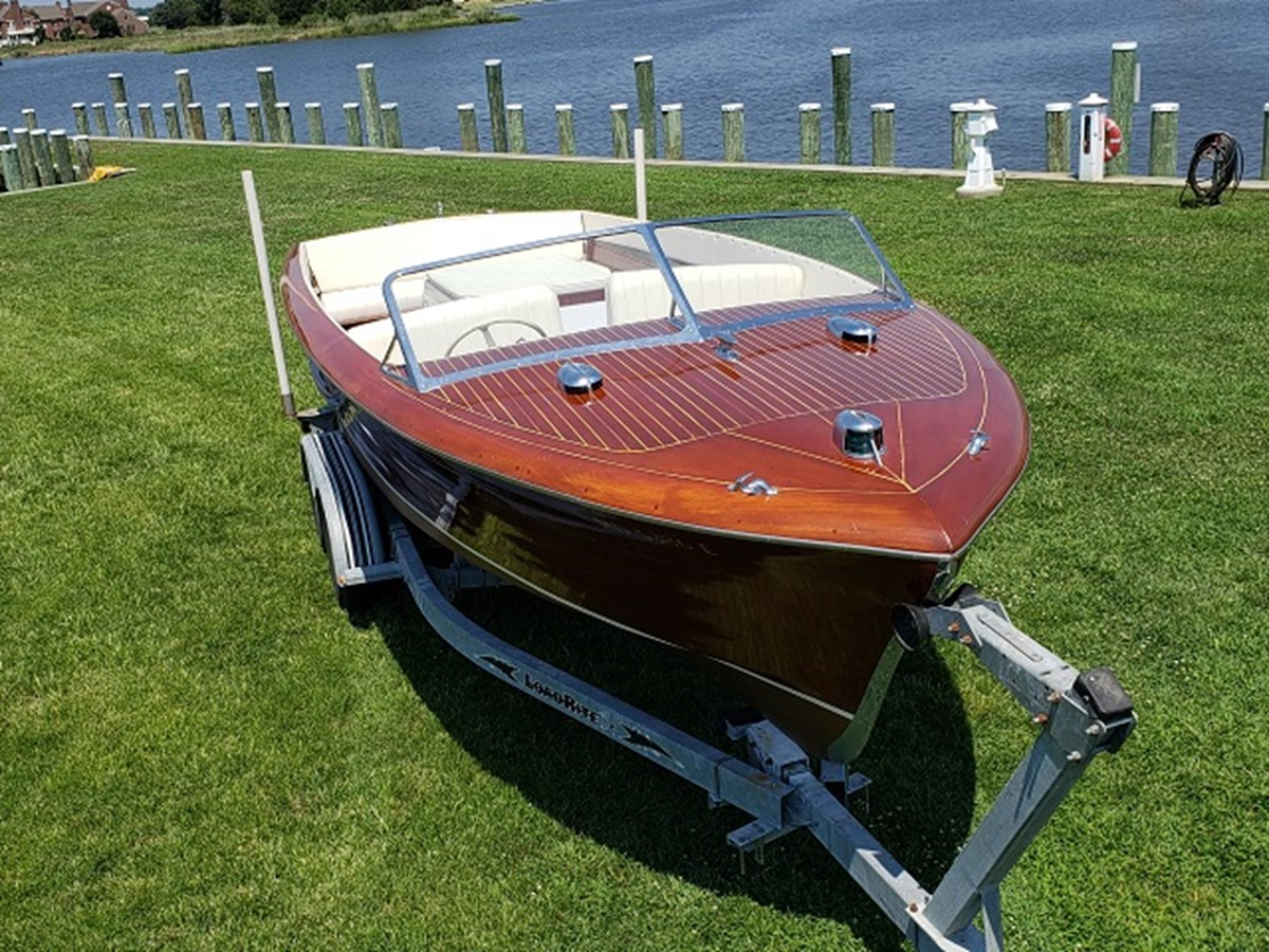 Bow.View 1952 CHRIS CRAFT Holiday Runabout 2804954