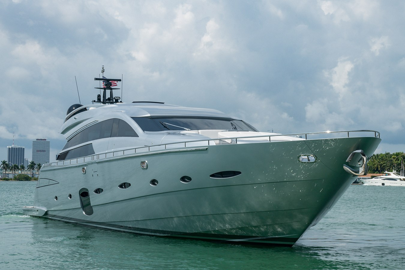 Incognito_Bow Profile4 2012 PERSHING  Motor Yacht 2810230