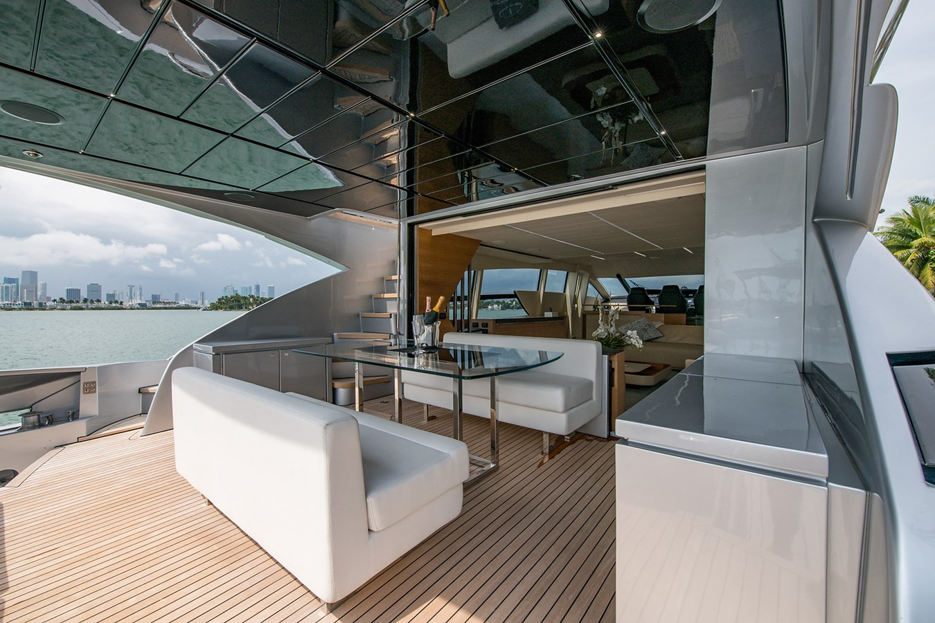 Incognito_Aft deck11 2012 PERSHING  Motor Yacht 2810232
