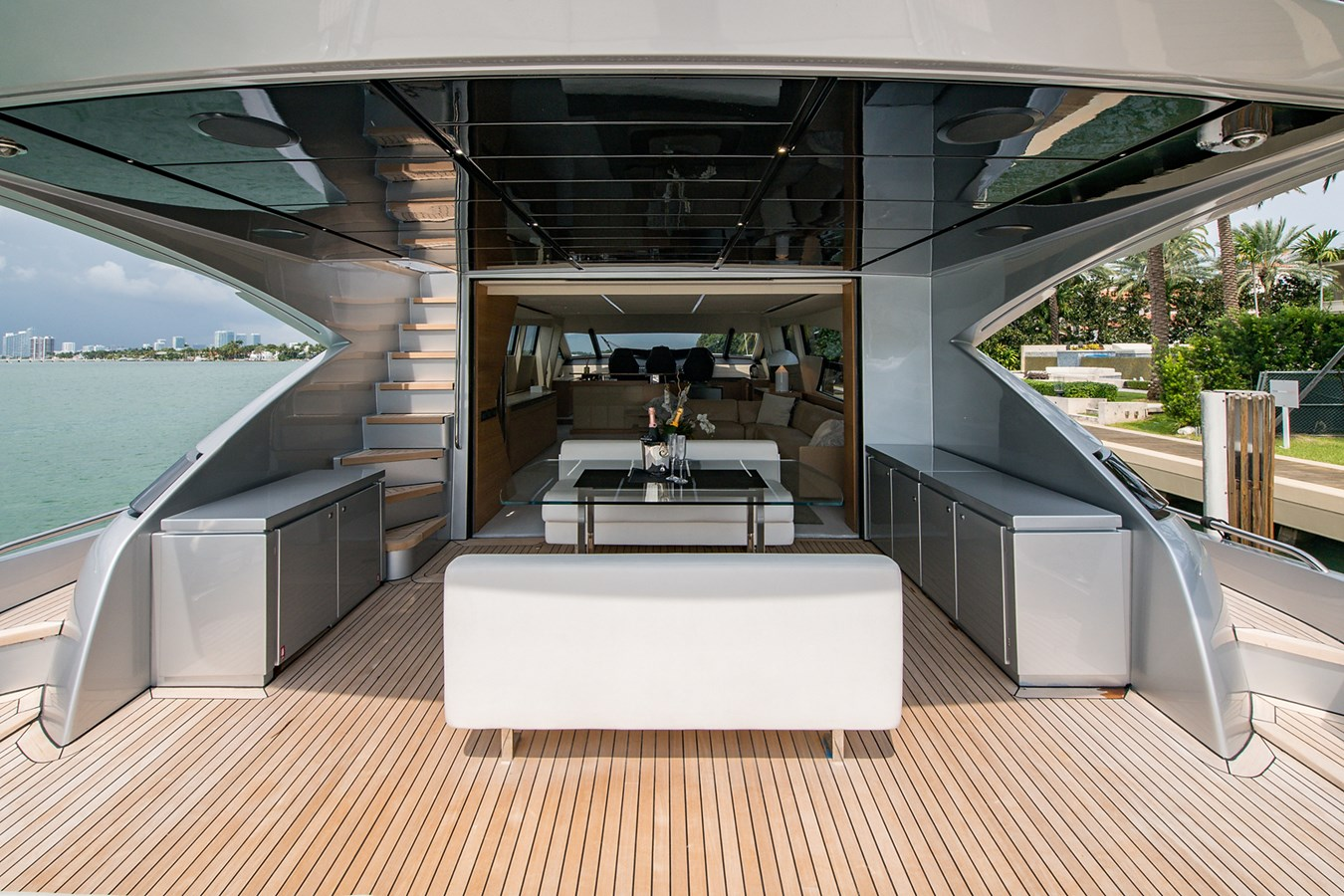Incognito_Aft deck13 2012 PERSHING  Motor Yacht 2810233