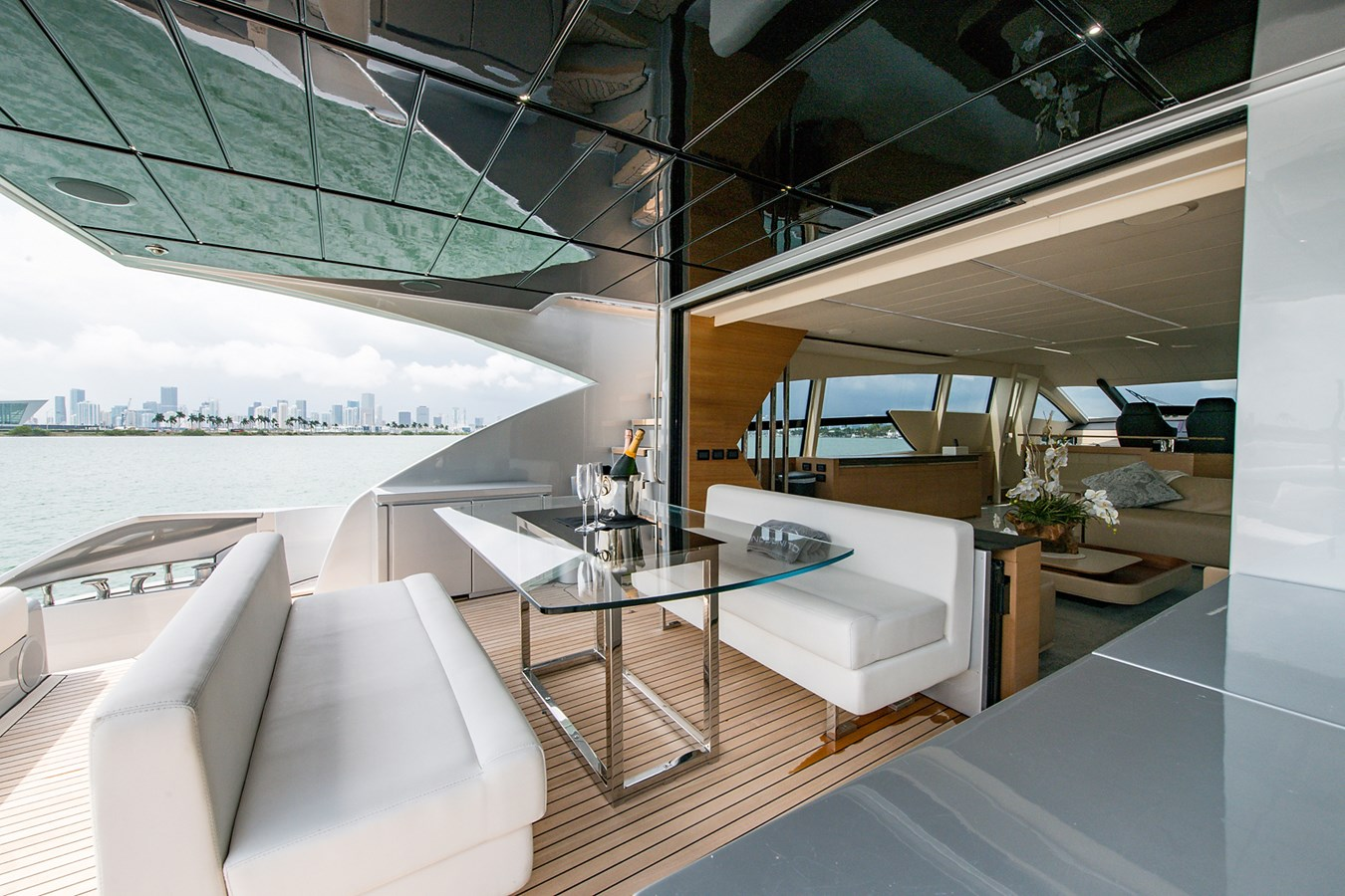 Incognito_Aft deck15 2012 PERSHING  Motor Yacht 2810234