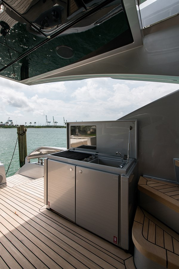 Incognito_Aft deck16 2012 PERSHING  Motor Yacht 2810235