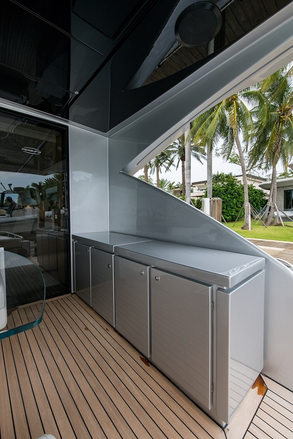 Incognito_Aft deck23 2012 PERSHING  Motor Yacht 2810238