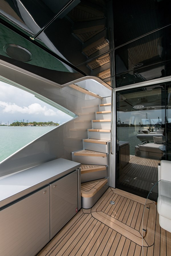 Incognito_Aft deck24 2012 PERSHING  Motor Yacht 2810239