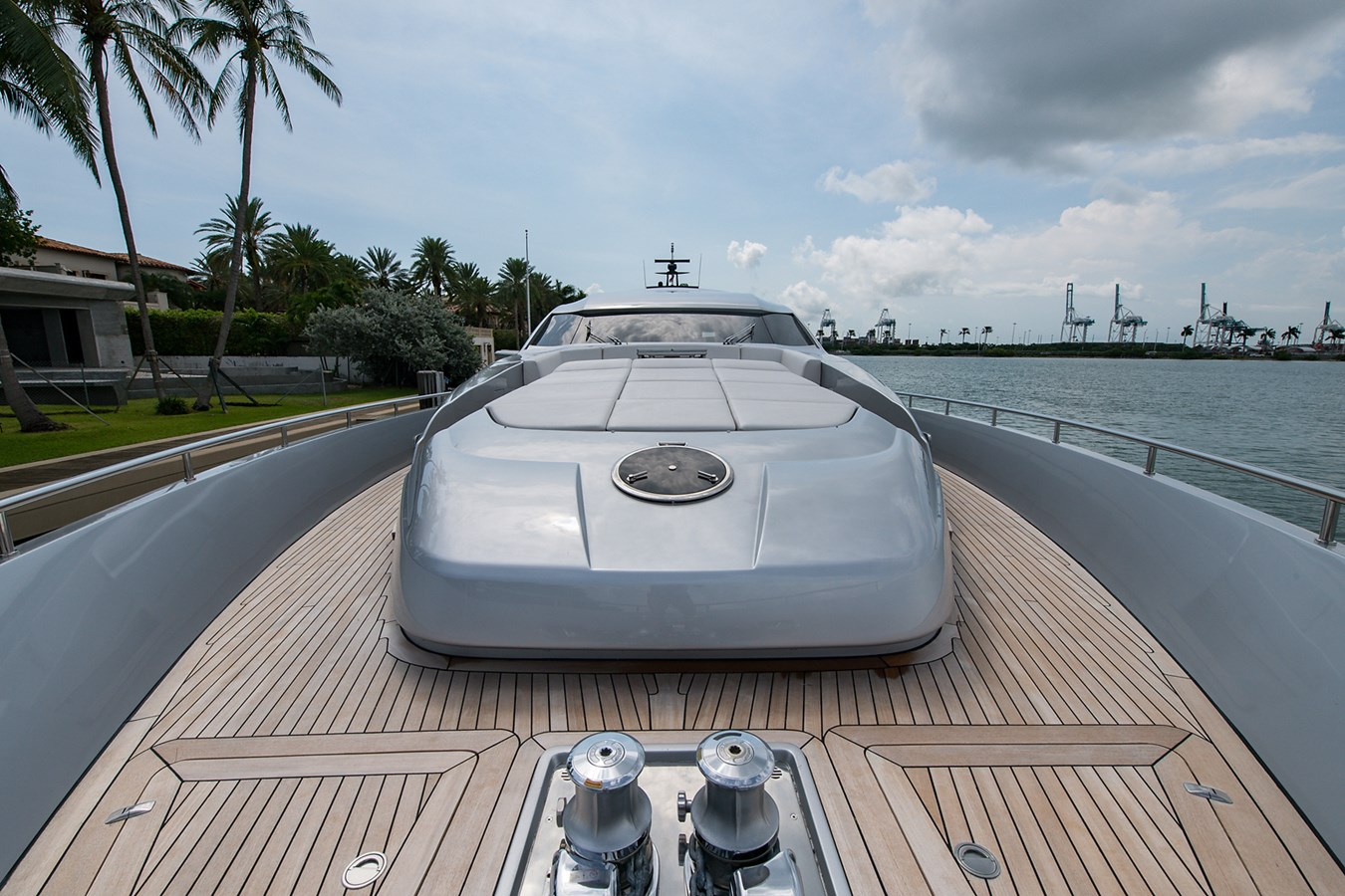 Incognito_Bow2 2012 PERSHING  Motor Yacht 2810287