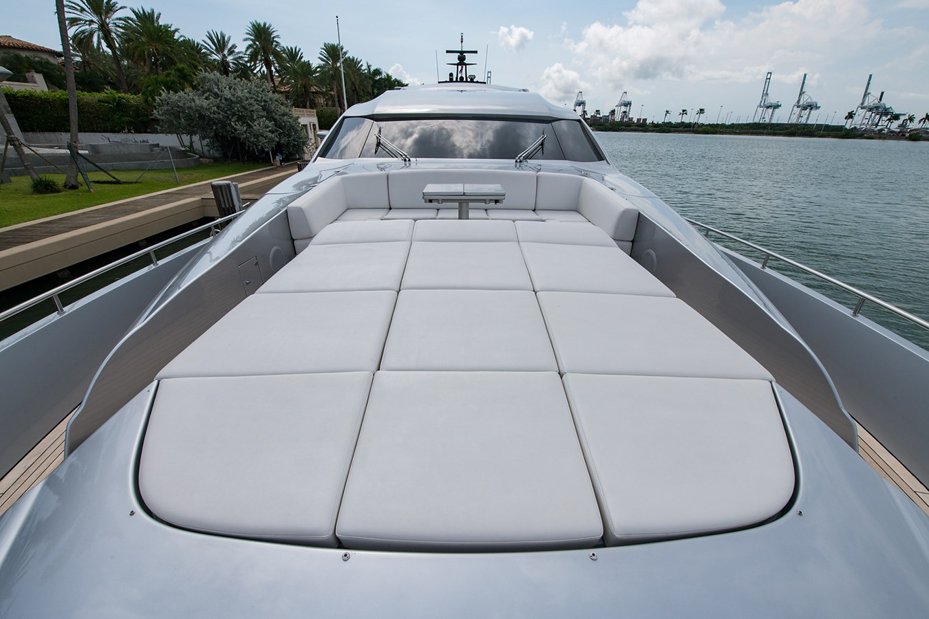 Incognito_Bow4 2012 PERSHING  Motor Yacht 2810289