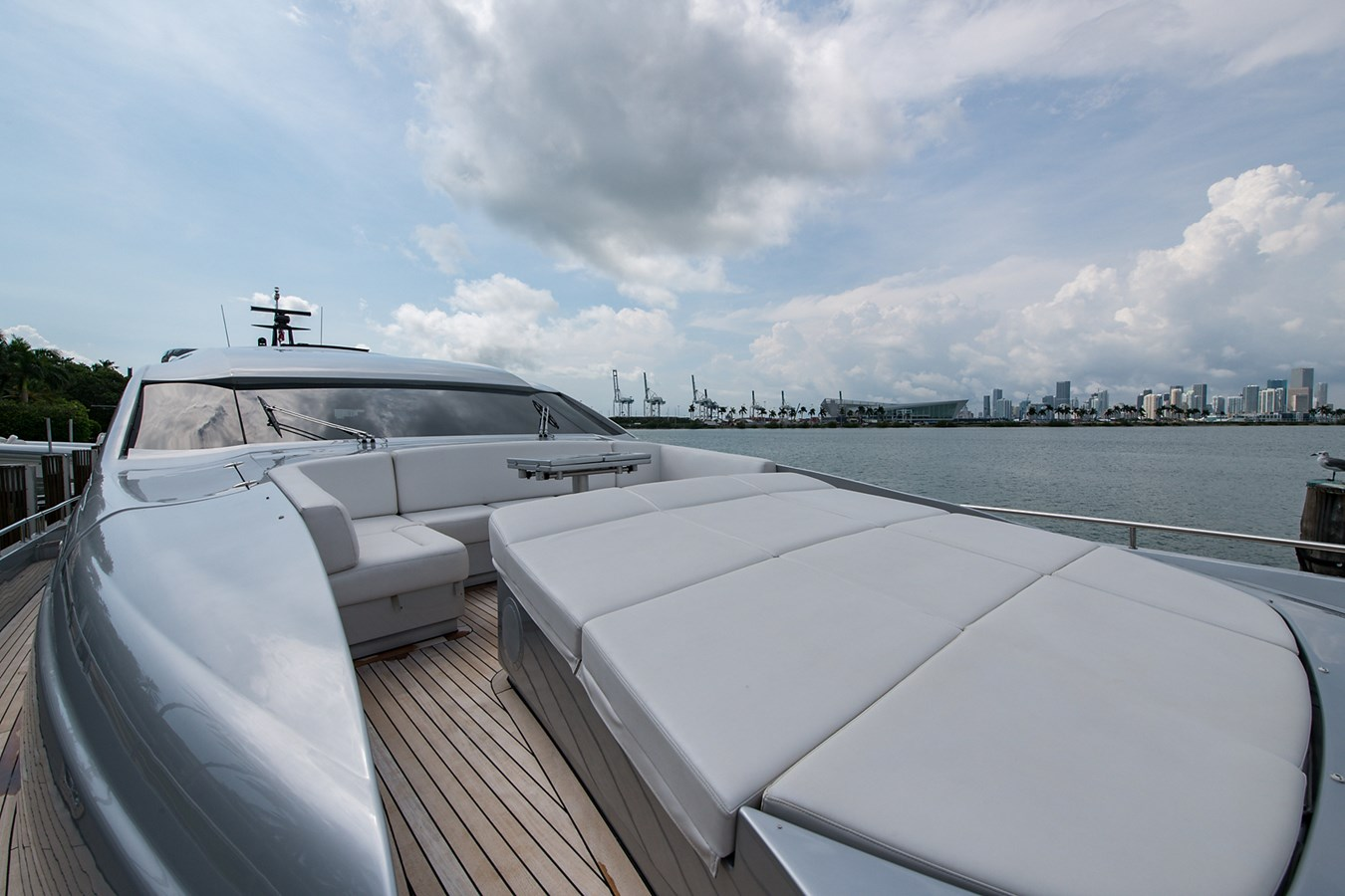 Incognito_Bow5 2012 PERSHING  Motor Yacht 2810290