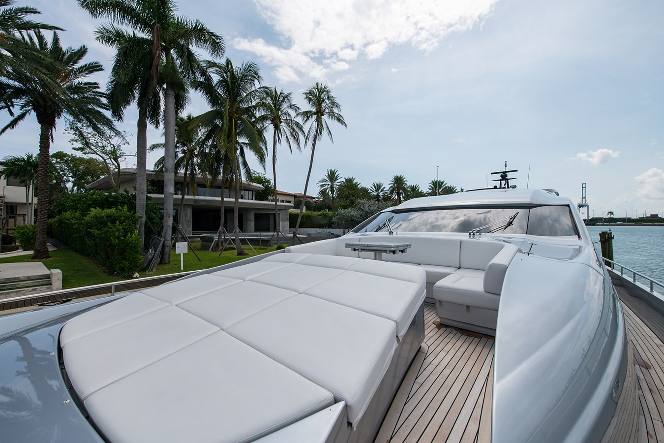 Incognito_Bow6 2012 PERSHING  Motor Yacht 2810292