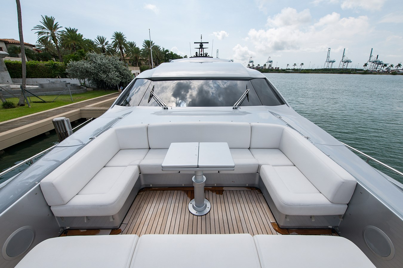 Incognito_Bow7 2012 PERSHING  Motor Yacht 2810293