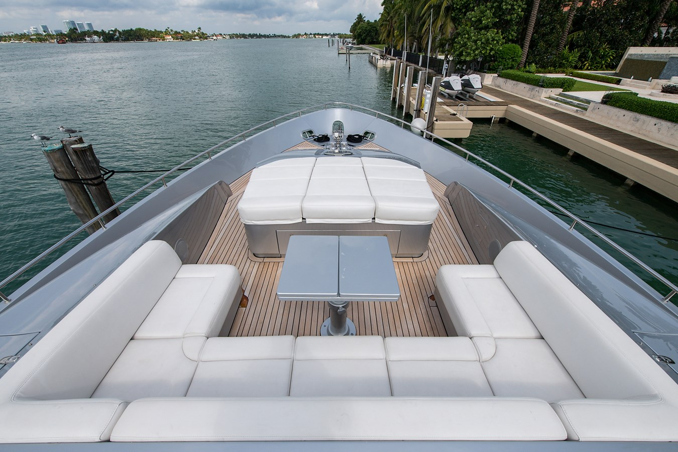 Incognito_Bow10 2012 PERSHING  Motor Yacht 2810295