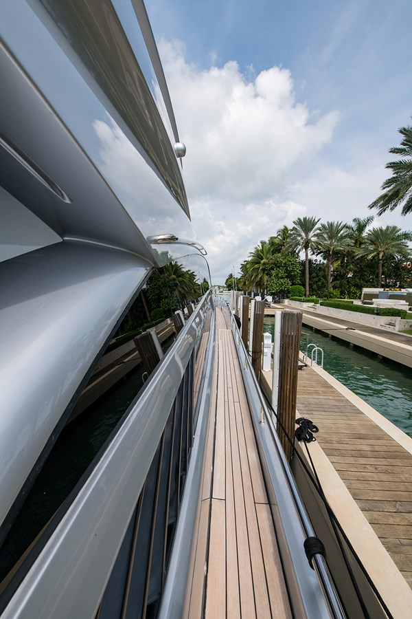 Incognito_Bow11 2012 PERSHING  Motor Yacht 2810296