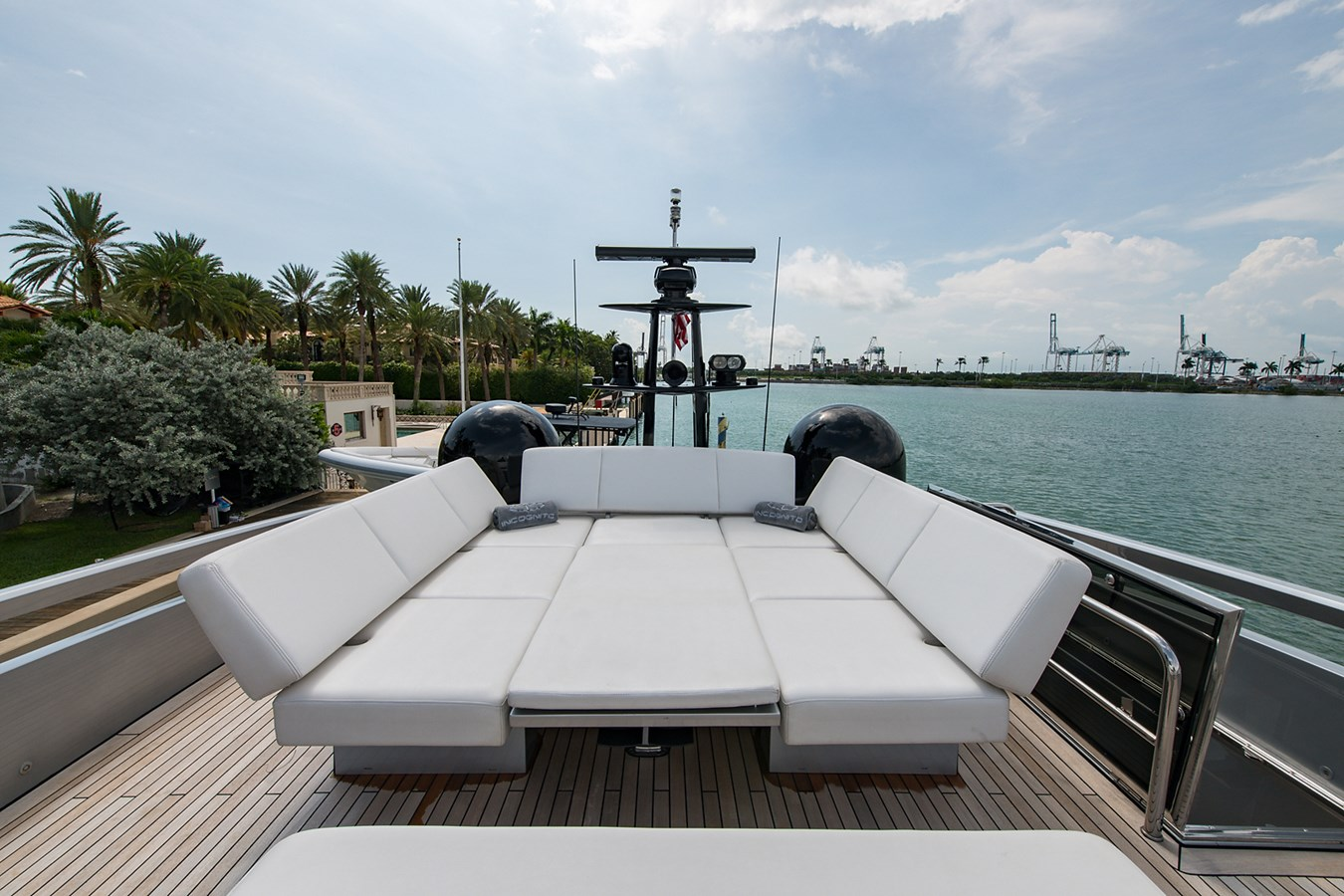 Incognito_Bridge4 2012 PERSHING  Motor Yacht 2810301