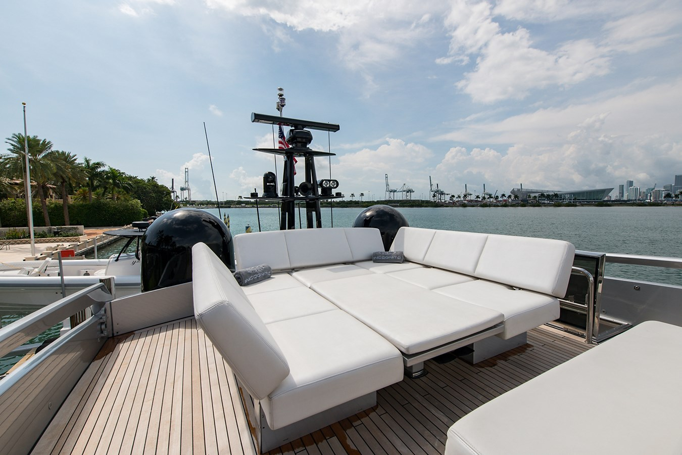 Incognito_Bridge5 2012 PERSHING  Motor Yacht 2810302