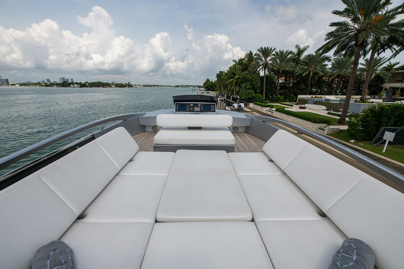 Incognito_Bridge7 2012 PERSHING  Motor Yacht 2810304