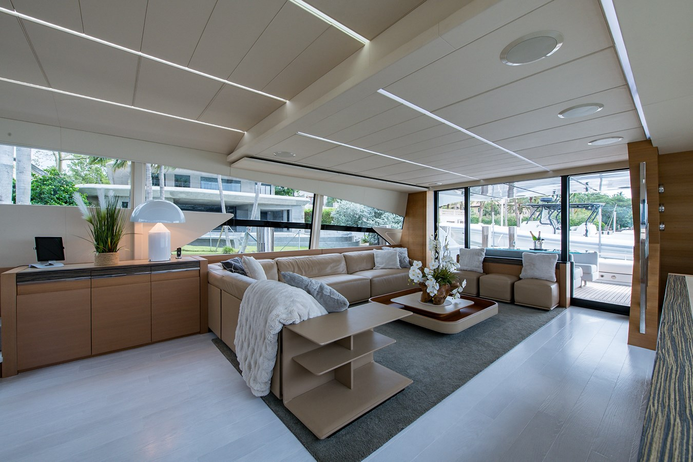 Incognito_Salon12 2012 PERSHING  Motor Yacht 2810386