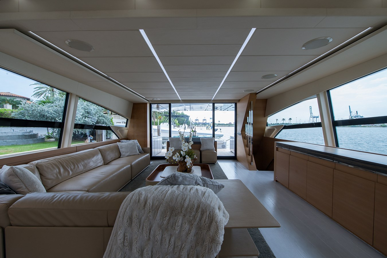Incognito_Salon13 2012 PERSHING  Motor Yacht 2810388