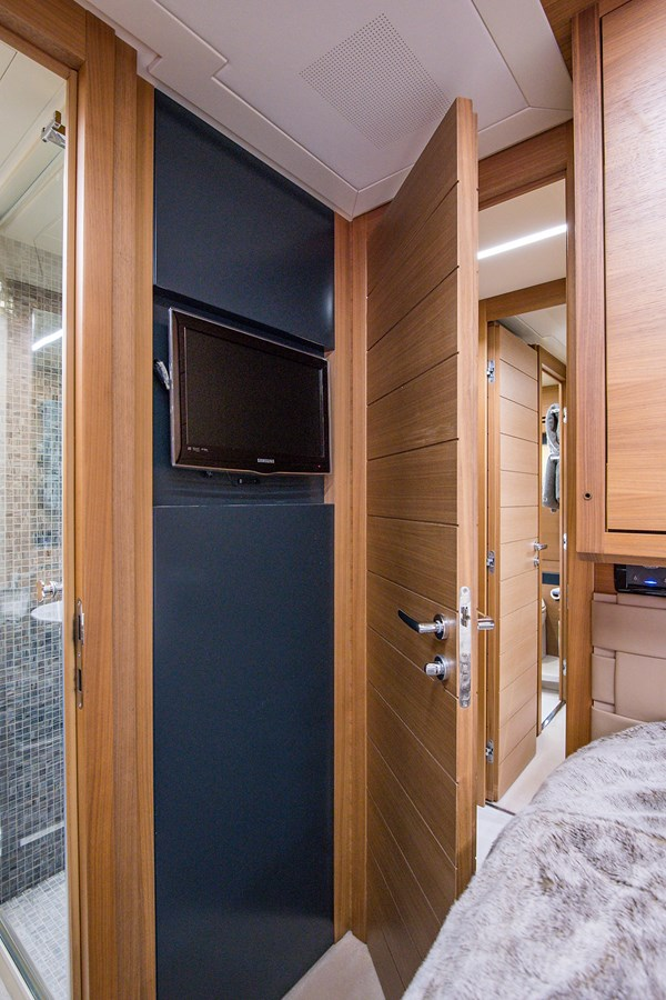 Incognito_Starboard Guest Stateroom1 2012 PERSHING  Motor Yacht 2810400