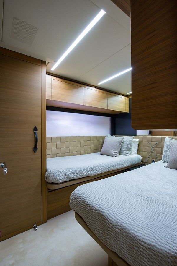 Incognito_Starboard Guest Stateroom2 2012 PERSHING  Motor Yacht 2810401