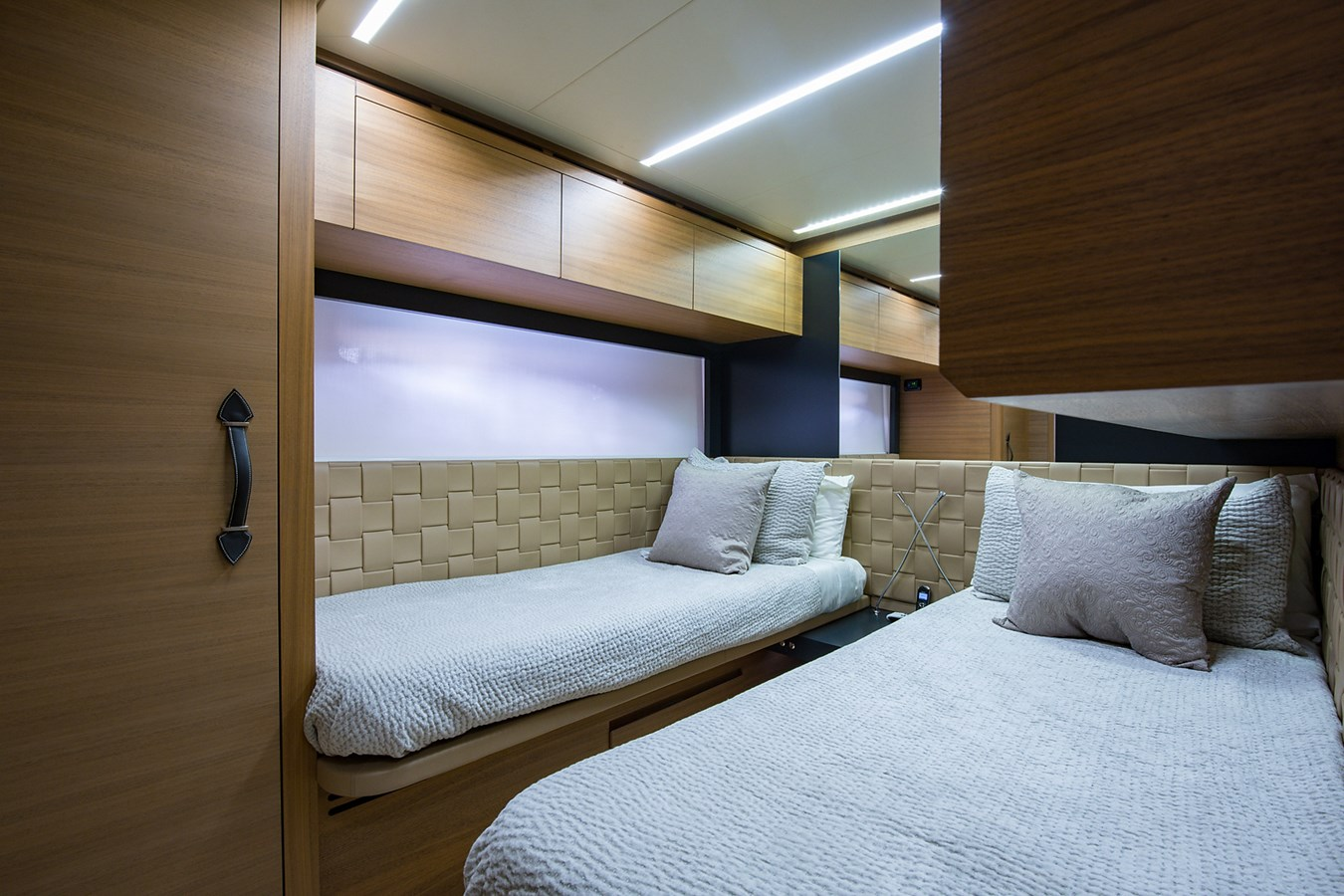 Incognito_Starboard Guest Stateroom3 2012 PERSHING  Motor Yacht 2810403